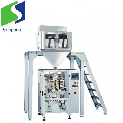 Vertical packaging machine with linear weigher